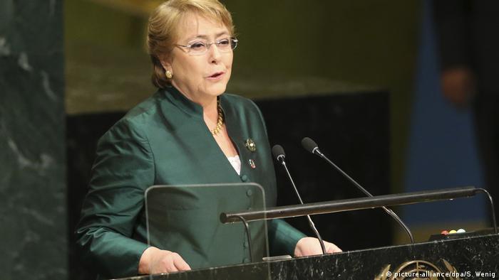 میشل باشله نخستین زن در تاریخ شیلی است که به مقام ریاستجمهوری رسید. او خود یکی از قربانیان نقض حقوق بشر بوده است