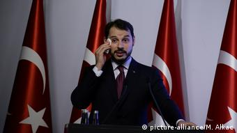 Türkei, Istanbul: Finanzminister Berat Albayrak hält Ansprache (picture-alliance/M. Alkac)