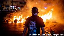 10.08.2018 *** A protester walks past a fire during clashes with police at a demonstration against the government in front of the Romanian Government headquarters, in Bucharest August 10, 2018. - Romanian police used water cannon and tear gas to disperse anti-corruption protesters in Bucharest after tens of thousands rallied to call on the leftwing government to resign. Local media said between 50,000 to 80,000 people turned out for the protest, including many Romanian expatriates who returned home to show their anger at the graft in one of the EU's most corruption-plagued members. (Photo by Andrei PUNGOVSCHI / AFP) (Photo credit should read ANDREI PUNGOVSCHI/AFP/Getty Images)