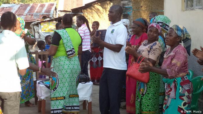 Membros do MDM durante ação de pré-campanha em Quelimane