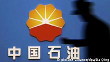 --FILE--A pedestrian walks past a logo of PetroChina, a subsidiary of CNPC (China National Petroleum Corporation) in Ji'nan city, east China's Shandong province, 29 April 2015. Russia's Novatek signed agreement with State-owned China National Petroleum Corp (CNPC) on strategic cooperation on Wednesday (1 November 2017). Leonid Mikhelson, chairman of Novatek and Wang Yilin, chairman of CNPC, signed the agreement at the Great Hall of the People in Beijing in the presence of Russian Prime Minister Dmitry Medvedev and Chinese Premier Li Keqiang. Novatek also signed a memorandum of understanding with the China Development Bank on broad cooperation. Russia's Vneshekonombank and the Export-Import Bank of China signed a framework credit agreement worth up to $3 billion. Foto: Da Qing/Imaginechina/dpa |