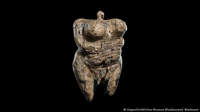 Pressebilder Ausstellung Gropius Bau | Bewegte Zeiten. Archäologie in Deutschland | Venus vom Hohle Fels (Urgeschichtliches Museum Blaubeuren/J. Wiedmann)