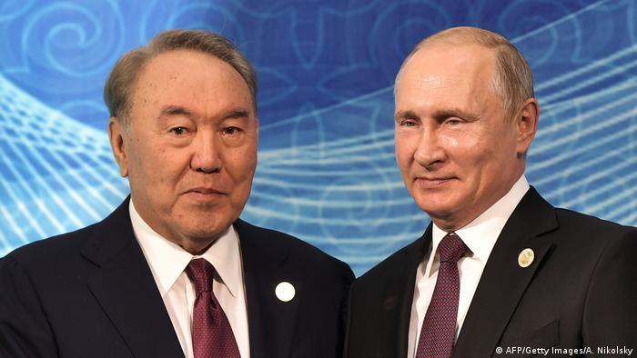 Екс-президент Казахстану Нурсултан Назарбаєв (л) і глава російської держави Володимир Путін (фото з архіву)
