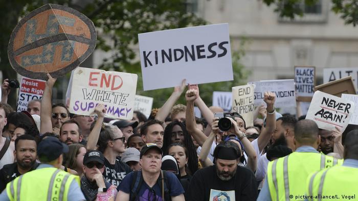 Протестувальники проти маршу правих у Вашингтоні, 12 серпня 2018 року