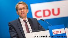 ARCHIV - Der Landesvorsitzende der CDU Schleswig-Holstein, Daniel Günther, spricht am 23.06.2017 in Neumünster (Schleswig-Holstein) während eines Landesparteitages. Die Nord-CDU will auf ihrem Parteitag am 25.11.2017 in Neumünster die Leitlinien für die Kommunalwahlen in Schleswig-Holstein im nächsten Jahr beschließen. Foto: Daniel Bockwoldt/dpa +++(c) dpa - Bildfunk+++ | Verwendung weltweit