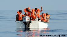 Mittelmeer Flüchtlingsboot vor der Küste von Libyen