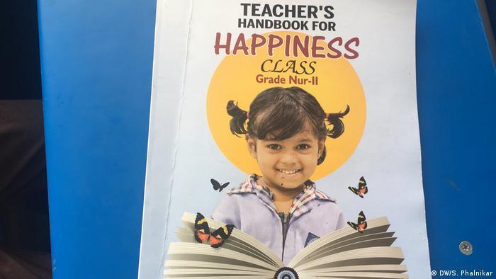 Indien Glücklich sein in der Schulkasse (DW/S. Phalnikar)