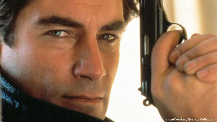 Timothy Dalton as James Bond (picture-alliance/Courtesy Everett Collection)