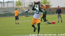 Green Bay Packers wide receiver Equanimeous St. Brown (19) makes a catch during Green Bay Packers minicamp at Ray Nitschke Field on June 12, 2018 in Green Bay, WI. (Photo by Larry Radloff/Icon Sportswire)