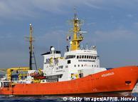 Рятувальний корабель Aquarius у порту Мареселя