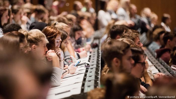 Symbolbild - Studenten im Hörsaal
