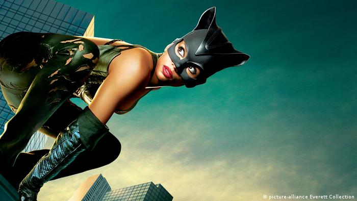 USA Catwoman Halle Berry 2004 (picture-alliance Everett Collection)