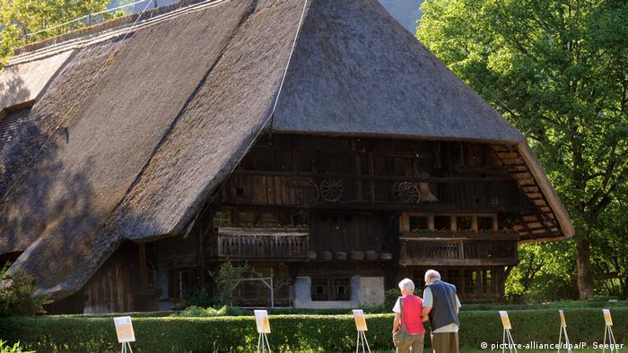 Casa com telhado de palha