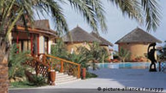 Bungalows des Lamantin Beach Hotels in Saly (Foto: dpa)