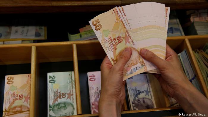 Türkei Lira Banknoten (Reuters/M. Sezer)