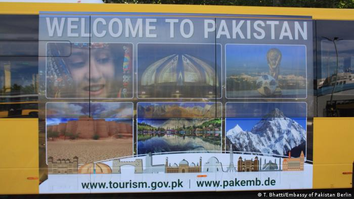 Deutschland Pakistan Tourismus Werbung auf BVG Bus in Berlin (T. Bhatti/Embassy of Pakistan Berlin)