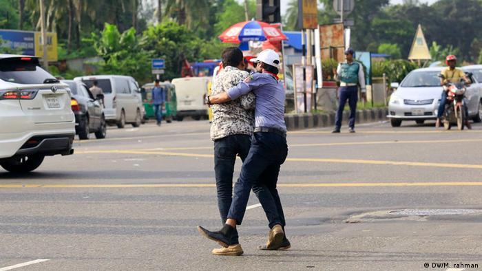 Bangladesch Illegale Straßenkreuzung (DW/M. rahman)