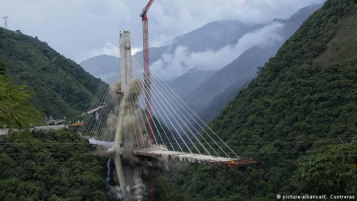 The Chirajara Bridge in Colombia is demolished (picture-alliance/C. Contreras)