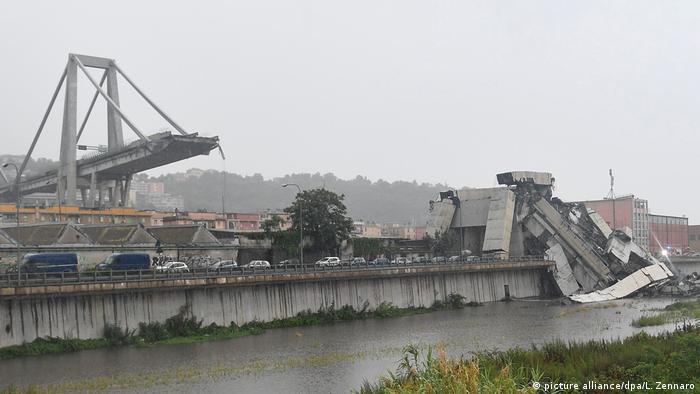 Cenova'da otoban köprüsü çöktü