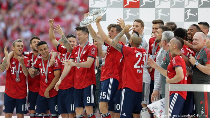 Deutschland BG Bundesliga | FC Bayern München feiert die sechste deutsche Meisterschaft in Folge (picture-alliance/sampics/C. Pahnke )