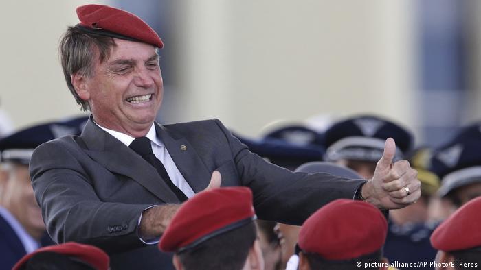 air Bolsonaro flashes two thumbs up