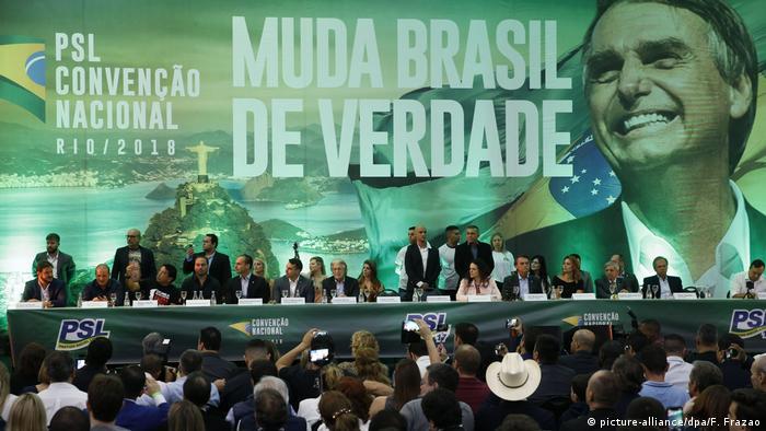 Brasilien,Rio de Janeiro: Unterstützer der rechten PSLnehmen an einer Veranstaltung der Partei teil