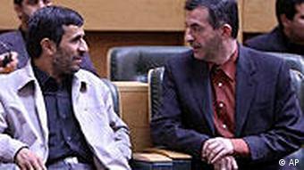 محمود احمدینژاد و رئیس دفترش اسفندیار رحیممشایی