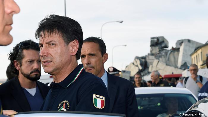 Italy PM Giuseppe Conte visits the scene of the Morandi Bridge collapse in Genoa (Reuters/M. Pinca)