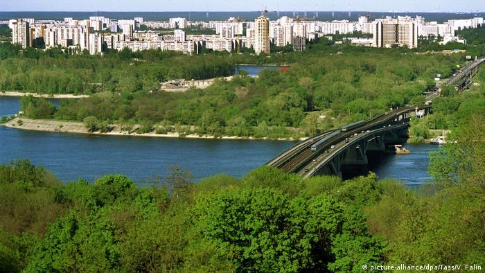 Чи зникли численні забудови та паркани уздовж Дніпра?