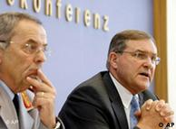 Schneiderhan sitzt neben Jung (Foto: AP)