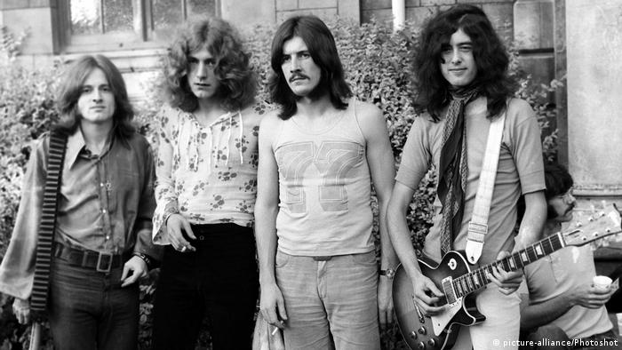 Led Zeppelin in a black and white photo from 1969 at the Bath Blues Festival (picture-alliance/Photoshot)