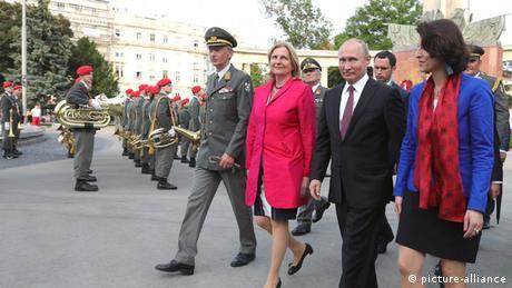 Путін привезе на весілля Кнайссль козачий хор, критика в Австрії не вщухає