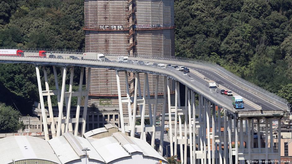 После обрушения моста Италия грозит национализировать автострады   DW   16.08.2018