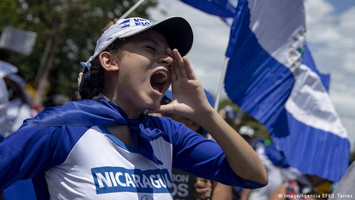 A woman yells (Image/Agencia EFE/J. Torres)