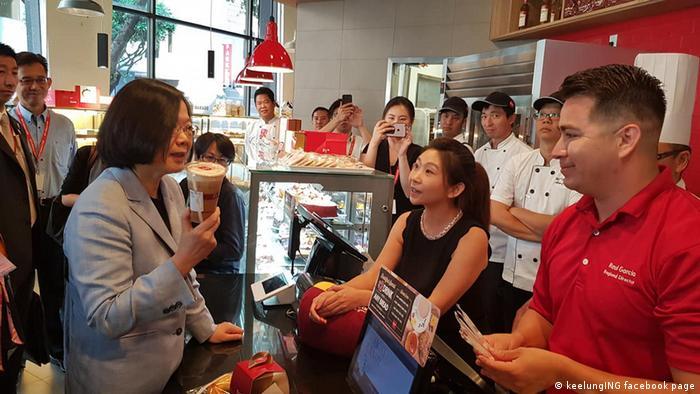 USA Los Angeles Präsidentin Tsia Ing-Wen in der 85C Bakery