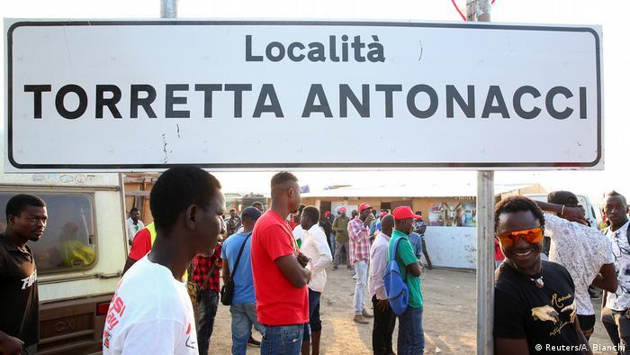 Protestolara rağmen Büyük Getto'daki sığınmacıların durumunda bir gelişme beklenmiyor. İtalyan hükümeti durumu daha sıkı kontrol etme vaadinde bulunuyor. Ancak bu tür açıklamalar şimdiye kadar ne çalışma şartlarında ne de kamptaki yaşam koşullarında önemli bir iyileşmeye yol açtı.