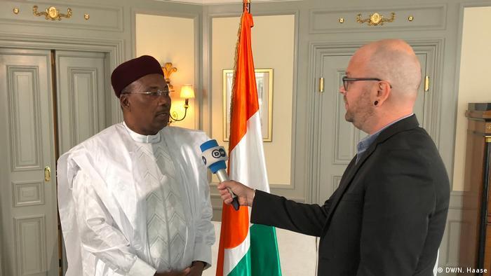 Deutschland - Issoufou Mahamadou, Staatspräsident Niger im DW-Interview in Berlin