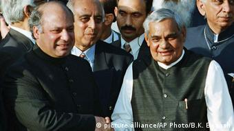 Indien Pakistan - Treffen zwischen Nawaz Sharif und Atal Bihari Vajpayee