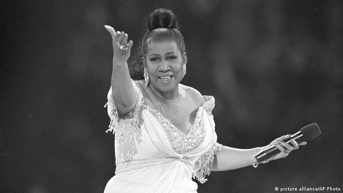 Aretha Franklin performs at the inaugural gala for President Bill Clinton in Washington (picture alliance/AP Photo/A. Sancetta)