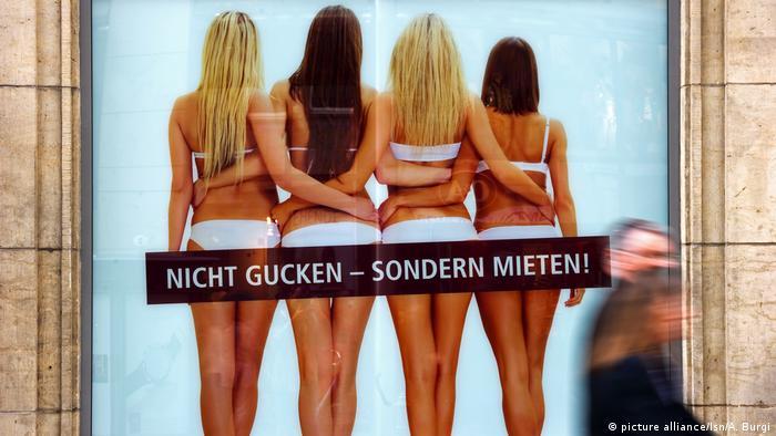 Deutschland Sexismus - Plakat wirbt für Vermietung von Gewerbeflächen