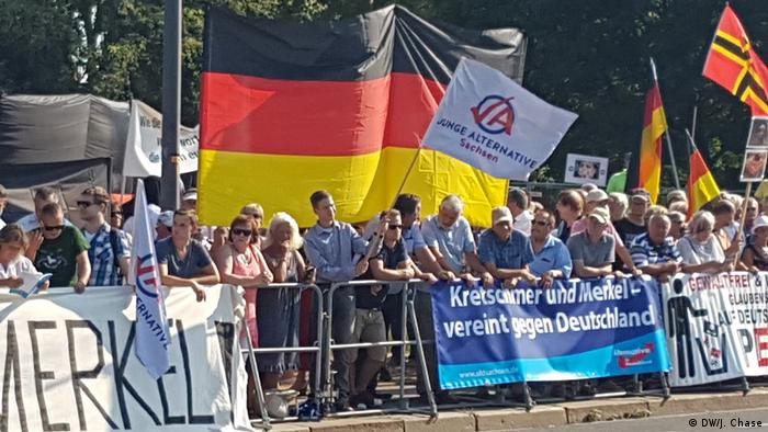Anti-Merkel Demonstration (DW/J. Chase)