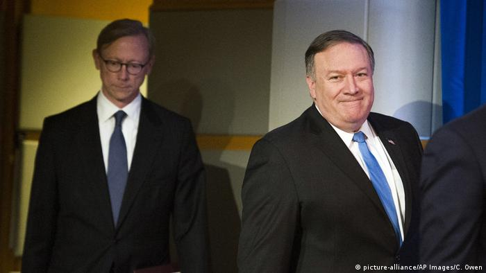USA Aktionsgruppe für Iran Mike Pompeo und Brian Hook (picture-alliance/AP Images/C. Owen)