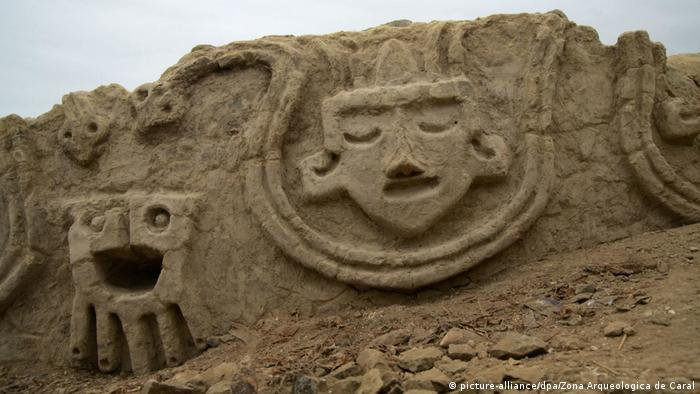 Peru Prähistorisches Steinrelief entdeckt (picture-alliance/dpa/Zona Arqueologica de Caral)
