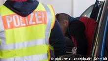 Deutschland Abschiebung abgelehnter Asylbewerber | Flughafen Leipzig-Halle