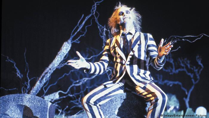 Michael Keaton as a ghostly exorcist in Tim Burton's movie Beetlejuice (Imago/Entertainment Pictures)