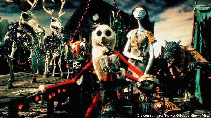 A scene from Nightmare before Christmas shows skeletons of reindeer and elves (picture-alliance/Everett Collection/Buena Vista)