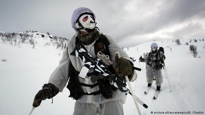 Norwegian Marines on ski patrol
