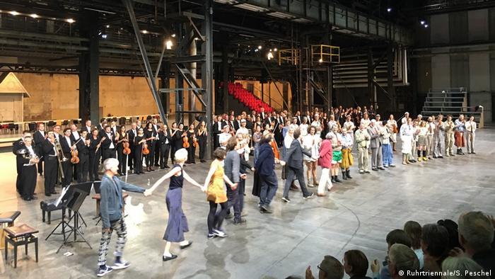 Uraufführung Universe, Incomplete in der Jahrhunderthalle Bochum