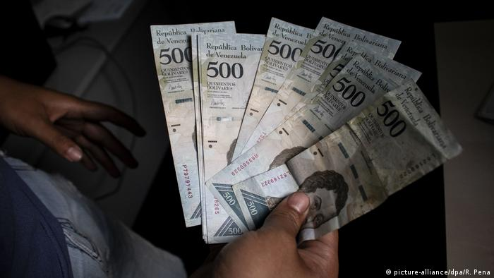 Hyperinflation has crippled the Venezuelan economy (picture-alliance/dpa/R. Pena)