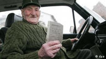 98-летний Пауль Лерхе за рулем